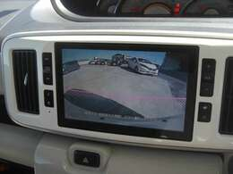 バックカメラも搭載、駐車も安心