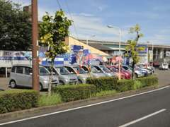 広い展示場とたくさんの車輌が展示されています!スタッフ一同心よりお待ちしております♪