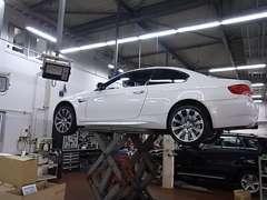 本場ドイツと同様の教育・訓練を受けた当社自慢のメカニックがお客様のお車を自信をもって整備させて頂きます☆
