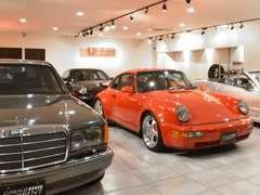 ネオクラシックカーを中心にこだわりの車両を日本全国から選別し展示しております。ヒストリーある魅力の一台をご案内致します。