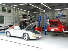 国土交通省関東陸運局認証・ボッシュカーサービス(BCS)の自社工場を完備。各種専用テスターも取り揃えております。