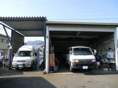 自社整備工場完備!!納車前の整備やアフターメンテナンスも自社で対応可能!!
