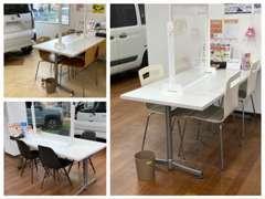 商談テーブルはそれぞれしっかり距離を取って設置し、飛沫防止のパーテーションも設置しております。ご安心してご来店ください。