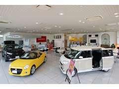 ■ショールーム内にも多数の展示車をご用意しております!広々とした店内でごゆっくり、様々な車をご覧になってください!