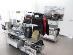 BMW純正アクセサリーの展示も致しております。展示商品の割引を行っております。お買い求めの際は、杉並店にてご用命ください。