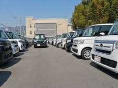 ピッカピカの届出済未使用車がオールメーカー在庫150台!広々した店舗で、お客様にぴったりの1台をお選び下さい!