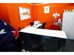 ゆったりとした商談スペースをご用意してお待ちしております。