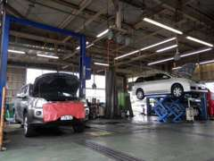 サービス工場完備で、普段のメンテやトラブルにも対応できます!
