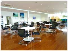 ■お客様がゆったりと快適に、おくつろぎいただける様に、待合いスペースも広くとってあります。