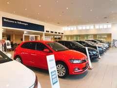 ■ショールームでは新車の展示も行っております。販売だけではなく、下取りや買取りのご相談もお気軽にどうぞ。