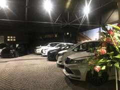 人気のコンプリート車が、常時5台以上展示してございます。