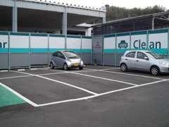 広々とした駐車スペースを確保してます。ご来店をスタッフ一同、心よりお待ちしてます。