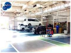 店舗に併設した整備工場を完備しています。国家資格を取得した整備士が、安心安全の為に責任を持って点検整備を実施します。
