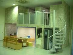 キッズコーナー&2階はマサージ機2部屋、ご家族連れや整備待ちのお客様に大好評です。ご自由にご利用OK