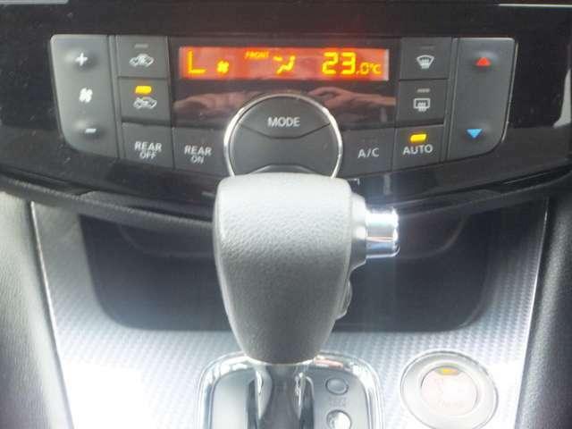 もっと快適に、室内快適性能。「オートデュアルエアコン(前席と後席で設定した温度を個別に自動制御)」