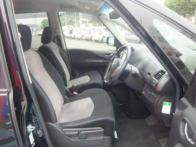 幅広いドライビングポジションのフロントシート。「運転席シートリフター(ラチェット式)」