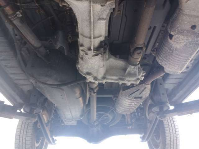 前後デフ・トランスファ・ギアオイル・エンジンオイルは当店入荷後直ちに交換を実施しております。