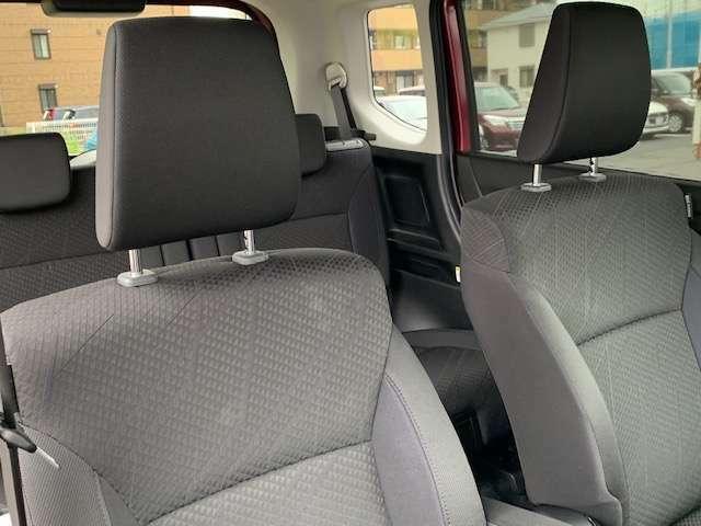 前席は高めのヒップポイントになっていて見晴らしがよく、運転しやすいですよ☆運転席にはシ-トヒーターも装備されています☆