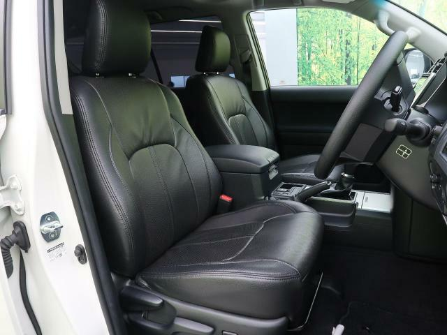 ●【黒革シートカバー(ブラックモケット)シート】座り心地も良く気温にあまり左右されない快適なシートです♪