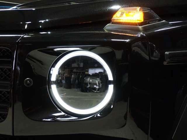 インナーブラックへドライトもグロブラックとマットブラックの2色の塗分け。 車の顔ですから拘りたい部分ですす! 写真では伝わらないので残念ですが現車をみれば一目瞭然です。 他車との違いが分かりますよ。
