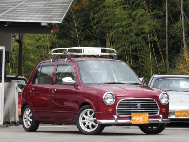 広島県東広島市の緑に囲まれたお店です!在庫数は150台以上と東広島市で上位!!車マニアの越智が小さい頃からの夢の中古車販売を始めて7年目になりました!アットホームなお店です♪沢山お話しましょう^^