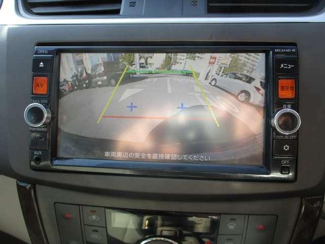 バックモニターはとても見やすく、ガイドラインまで出てくれますので車庫入れの際にもとても便利です