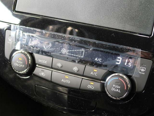 【フロントデュアルオートエアコン】温度設定をするだけで、風の温度・風量を勝手に決めてくれるスグレモノ!車内を簡単に快適にしましょう♪加えて、運転席と助手席それぞれで温度設定ができるんです♪