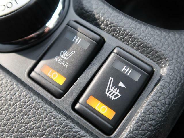 【全席シートヒーター】スイッチをいれると、運転席・助手席のシート自体が暖かくなる機能です。「暖房は体調崩すからちょっと・・・」という方にもお勧めです。