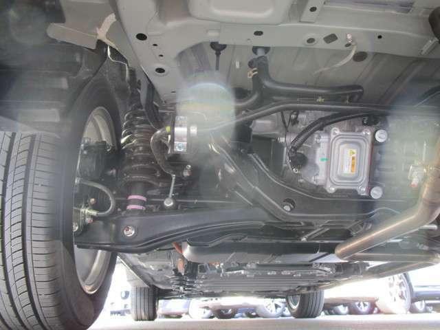 車歴:社有車 下回りに錆や突き上げは見られません。
