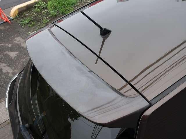 Bプラン画像:リアスポイラー(リアウィング)の塗装が劣化しています。プラスチックパーツなので劣化が出やすい部分です。 ※当社ホームページにて多くの画像を公開しています→ https://protcars.com/gre156h-1002242/