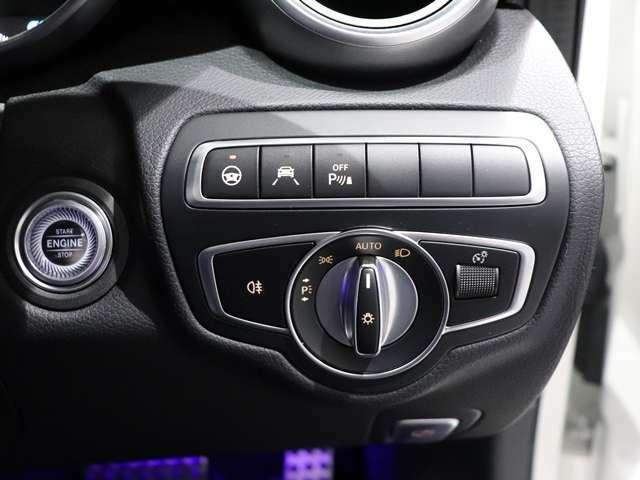 【マルチビームLEDヘッドライト】明るく広範囲な視界を高効率に実現する最先端のマルチビームLEDヘッドライトです。(ウルトラハイビーム付)片側84個のLEDを瞬時に制御する最新のシステムです。