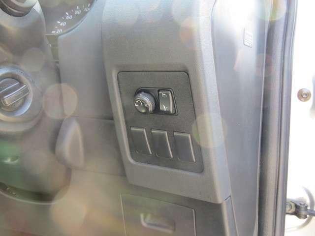 ドアミラーの操作も使いやすいところにありますね!