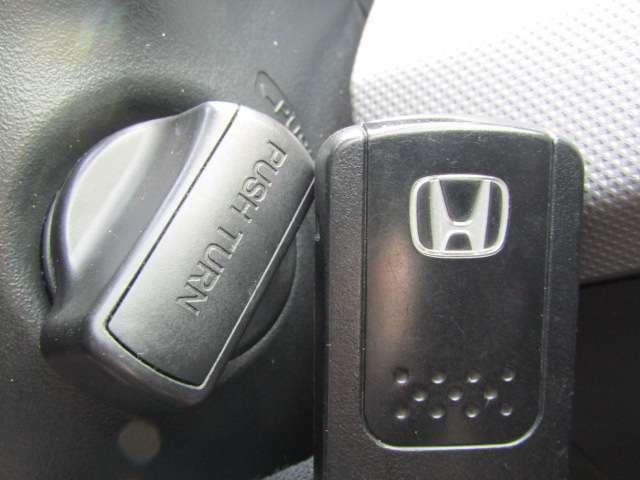 【インテリジェントキーシステム!】カバンやポケットに入れて持っているだけで、ドアを開閉でき、エンジンスタートもできます。LINEでのお問合せもOKです。