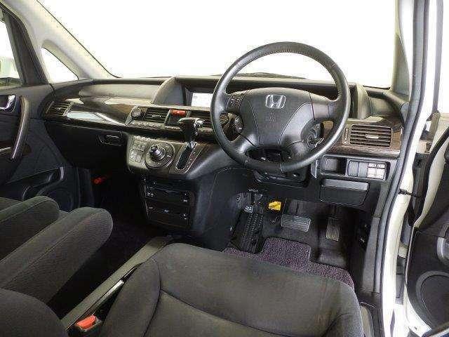 運転席でも、助手席でも。心地よい開放感とドライブの愉しさを与えてくれるインテリア。内装クリーニング済みで綺麗です♪