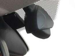 【ドライブレコーダー】映像・音声などを記録する車載装置で、記録映像は交通事故など非常時の時の証拠資料にもなります!