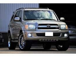 ピックアップトラックのUSトヨタタンドラのシャーシフレームを使用しSUVボディーに仕立てたモデルです。ただしサスペンションはマルチリンクサスペンションに変更されるなど乗り心地についても考慮されています
