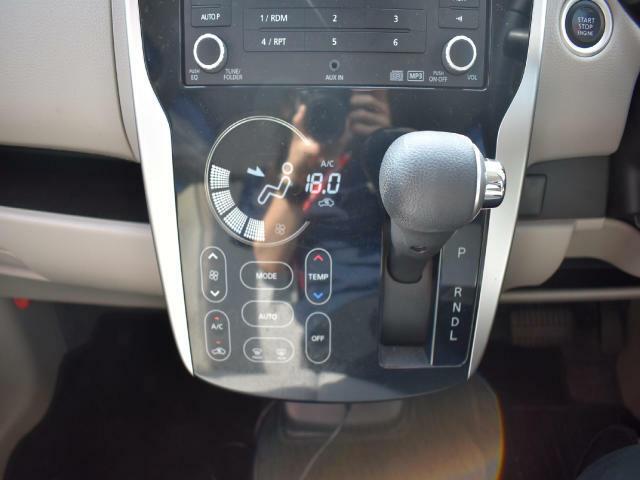 エアコンは、オートエアコンです☆タッチパネル式です!操作がとても簡単です。