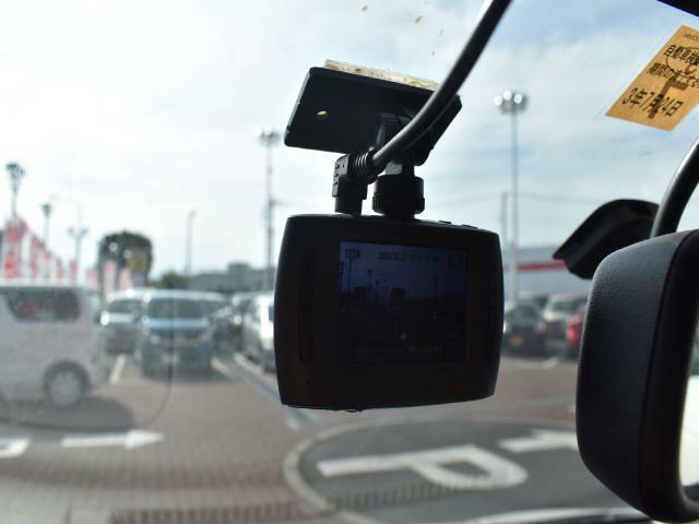 ドライブレコーダー付いています!最近はあおり運転による被害がとても多いです。もしもの時に備えましょう!