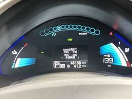 電気自動車ならではのスピードメーターなどはデジタル&カラフルなのでとても見やすくなっています