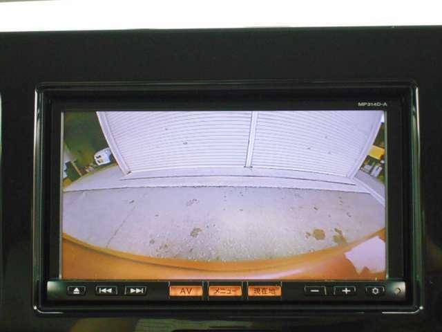 車庫入れも安心の『バックカメラ』も装備♪