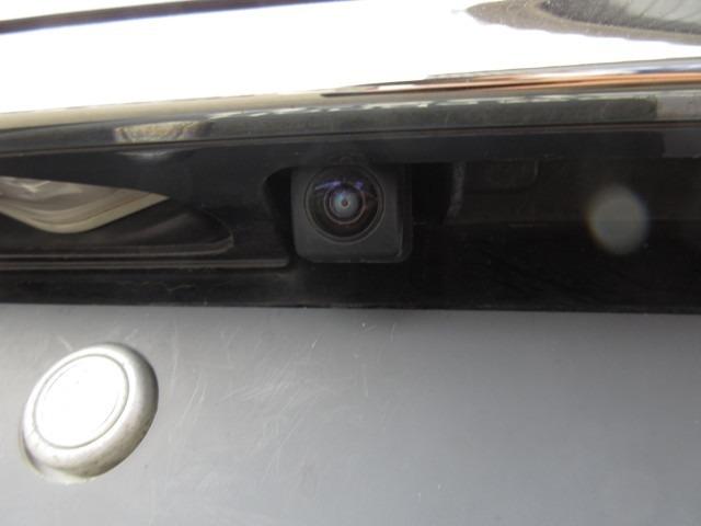 バックカメラ付きです☆目視しにくい後方もこれならバッチリ確認できて駐車も楽々♪