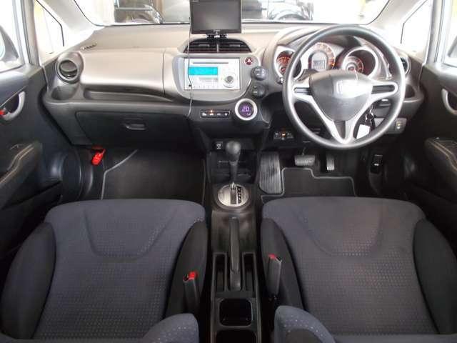 【前方視界】開放的な前方視界!フロントガラスが大きいので運転がしやすく疲れにくいです♪