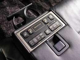 高級車ならではの後席パワーシート&シートヒーター装備!全席で快適にお乗り頂ける仕様となっております。
