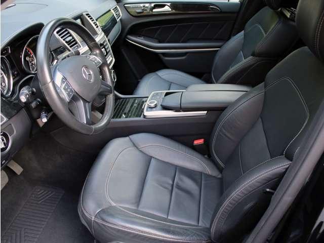 使用感の少ないとっても綺麗な黒本革シート!パワーシート&シートヒーターも装備しております。