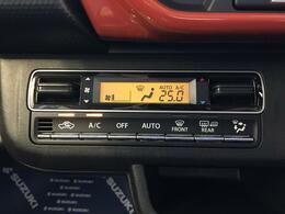 温度設定しておけば車内を一定の温度に保ってくれるフルオートエアコン装備、一歩進んだ心地よさです