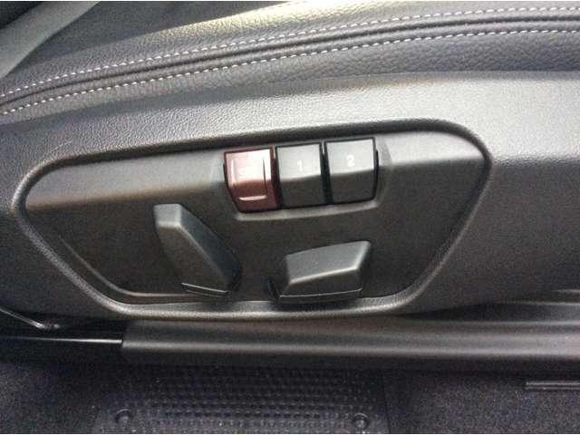 運転席シートメモリー機能:シートおよびドア・ミラーの位置を2通り記憶することができます。