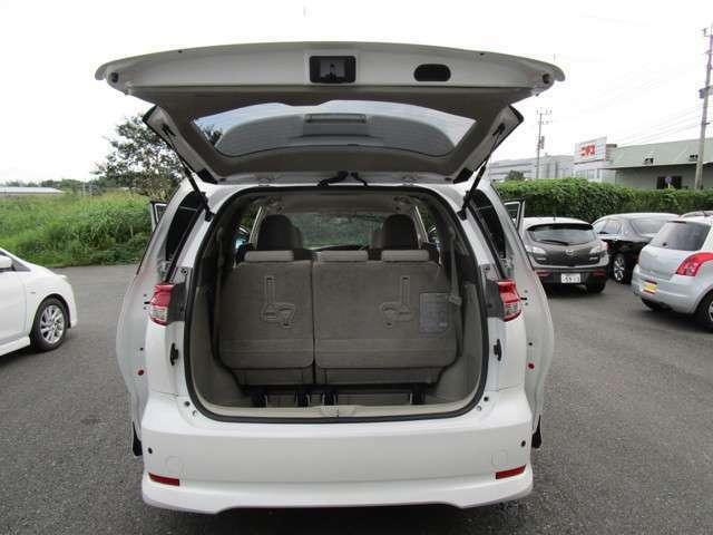 【トランクも荷物を無理に積んだあとなどなく綺麗で広いです】