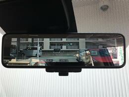 【デジタルインナーミラー/インテリジェントルームミラー】車両後方カメラの映像をインナーミラー内のディスプレイに表示します。