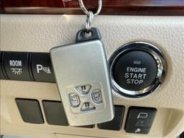 車内へのアクセス楽々インテリジェントキー。今や必須アイテムですね!今や当たり前となりつつあるEプッシュスタート&スマートキーを装備!