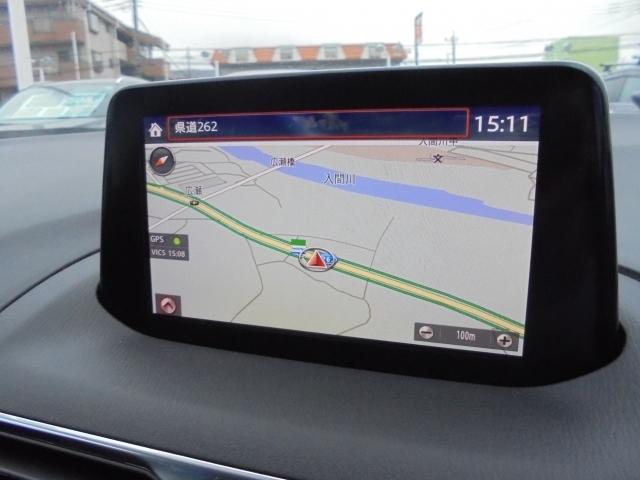7インチセンターディスプレイにナビやインターネットラジオ、Bluetoothなどのエンターテーメント機能を凝縮したマツダコネクトを装備。音声認識機能にも対応しています。
